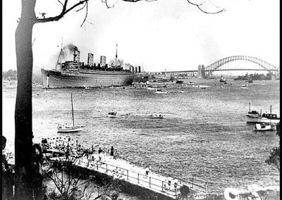 The Queen Mary leaving Sydney Harbour.